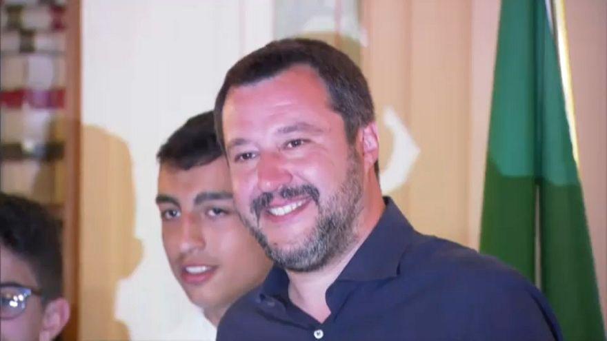 سالفيني يمنح الجنسية الإيطالية لطالب مصري وأخر مغربي تقديراً لشجاعتهما