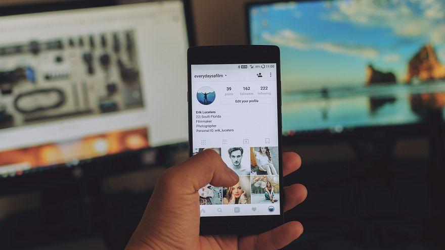 """Cómo tus fotos en Instagram y tus """"me gusta"""" en Facebook te pueden costar un crédito bancario"""