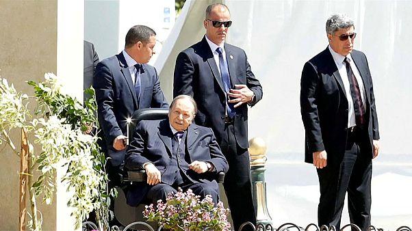 Presidente argelino está cada vez mais isolado
