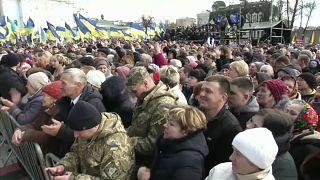 Ucraina: domenica si vota, Zelenskiy in pole
