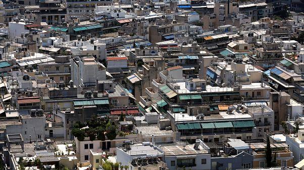 Fitch: Ο νόμος για την πρώτη κατοικία θα συμβάλλει στη μείωση των κόκκινων δανείων
