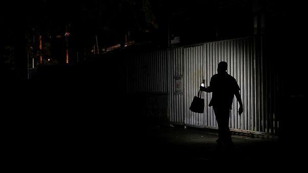 Venezuela'da hayatı felç eden elektrik kesintileri neden kaynaklanıyor?