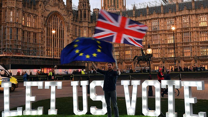 Brexit tra dubbi e proteste. Le reazioni dei britannici dopo l'ultima mossa di May