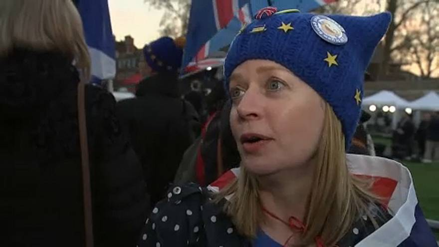 """""""Legjobb lenne bezárni a parlamentbe"""" - britek Theresa May tervéről"""