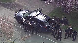 عناصر للشرطة الأمريكية في سياتل يلاحقون منفذا لإطلاق النار