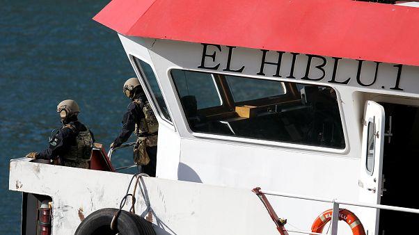 Navio sequestrado por migrantes chega a Malta