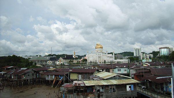 Brunei eşcinsellik ve zinaya ölüm cezası getiriyor