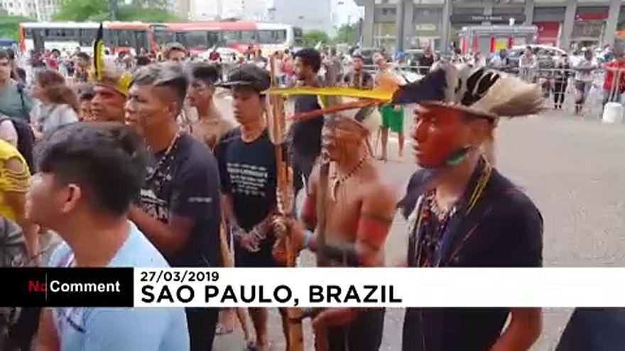اعتراض بومیان برزیل با اجرای مراسم آئینی