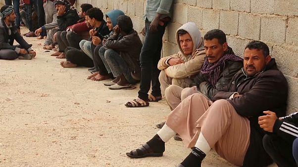 بعض المهاجرين الذين تمكنوا من الهرب في ليبيا
