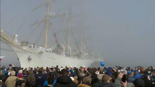 Hazatért világ körüli útjáról a lengyel fregatt