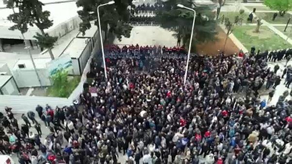 Ellenzéki tüntetések Albániában