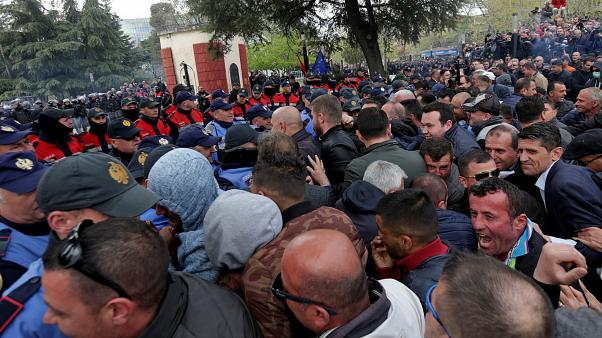 Clashes as protesters try to storm Albanian parliament