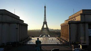 برج إيفل أشهر معالم باريس يحتفل بذكرى افتتاحه الثلاثين بعد المئة