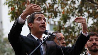 """UE condena """"decisão ilegal"""" contra Guaidó"""