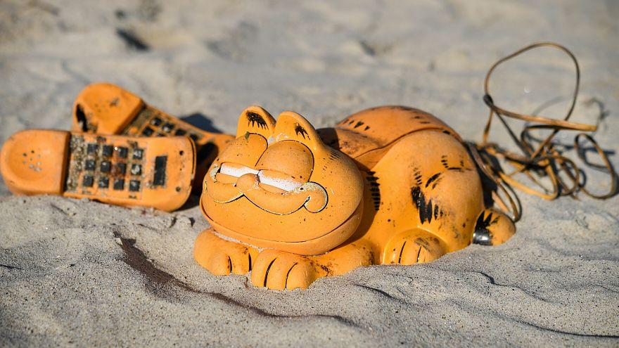 Rätsel gelöst: Warum Garfield-Telefone seit 30 Jahren an Stränden in der Bretagne angespült werden