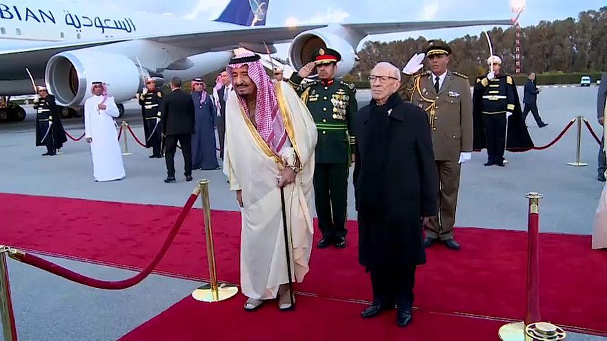 وصل الملك سلمان بن عبدالعزيز اليوم الخميس إلى تونس
