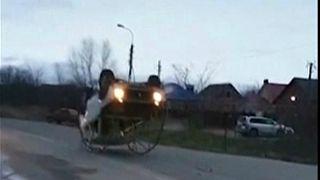 شاهد: سيارة سوفيتية قابلة للدوران والسير رأسا على عقب