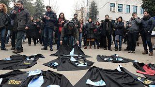 Türkiye'nin akademisyenleri: Yurt dışındakiler dönmüyor yurt içindekiler çıkamıyor