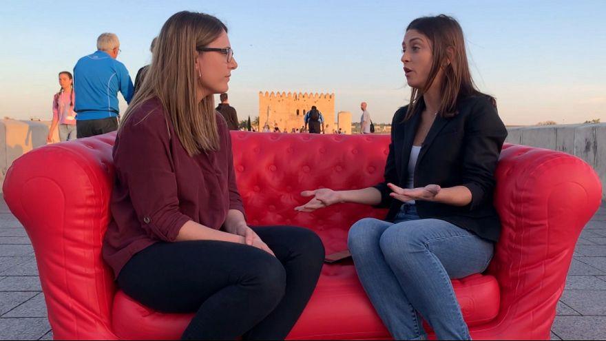 انتخابات پارلمان اروپا؛ اسپانیاییها روی مبل قرمز یورونیوز از اقتصاد و سیاست کشورشان میگویند