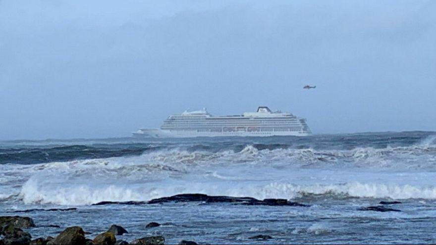 گلچین ویدئوهای بدون شرح هفته؛ از کشتی طوفانزده نروژی تا اسپایدرمن فرانسوی