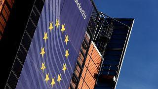Európai Bizottság: senkinek sem adtunk név nélküli bankkártyát