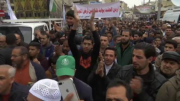 آلاف الأردنيين يتظاهرون في شوارع عمان نصرة للقدس والجولان