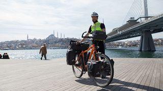 Bisikletiyle Belçika'dan Japonya'ya seyahat eden Ignace Van den Broeck