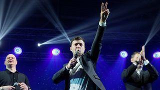 Ένας κωμικός οδεύει προς την εξουσία στην Ουκρανία