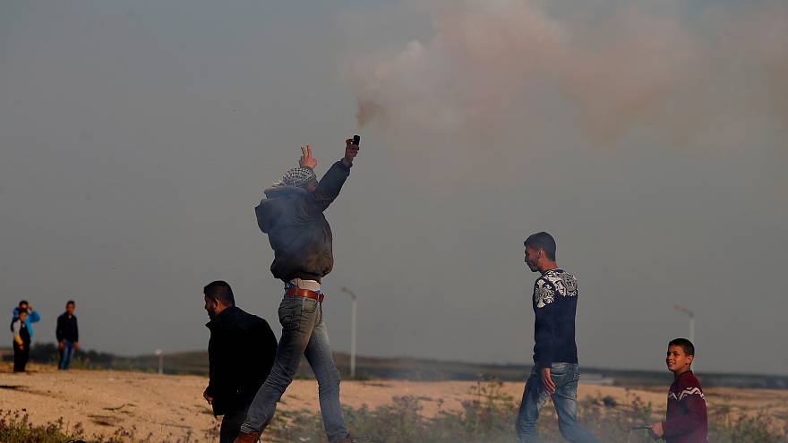 """مقتل فلسطيني بنيران الجيش الإسرائيلي على حدود قطاع غزة بالتزامن مع إحياء """"يوم الأرض"""""""
