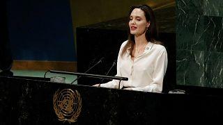 أنجيلينا جولي تدعو إلى  إشراك النساء في المحادثات الأفغانية