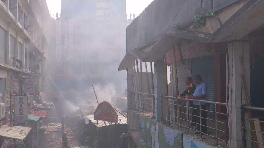 شاهد: أضرار كبيرة خلفها حريق في داكا ولا خسائر بشرية