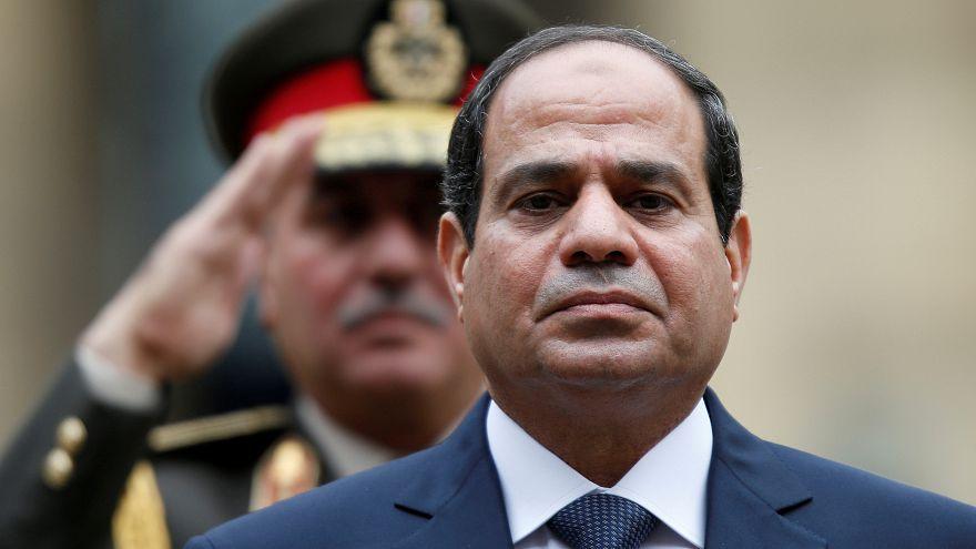 السيسي يتصل برئيس المجلس العسكري بالسودان