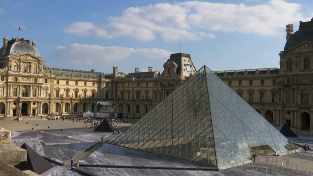 French Artist Reveals Louvre Pyramid S Secrets With Giant Collage