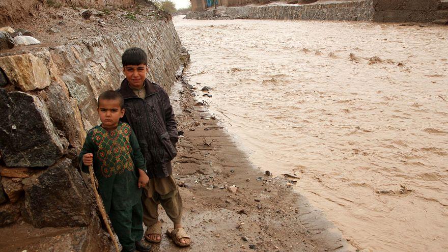 Video: Afganistan'da sel felaketi en az 32 can aldı
