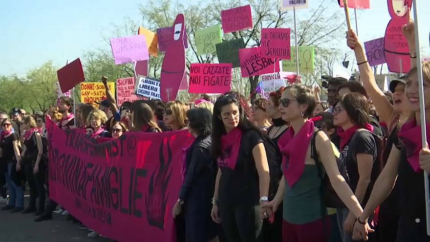 مظاهرات في فيرونا الإيطالية احتجاجاً على مؤتمر الأسرة العالمي المثير للجدل