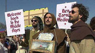 Milhares de pessoas contra Congresso da Família em Verona