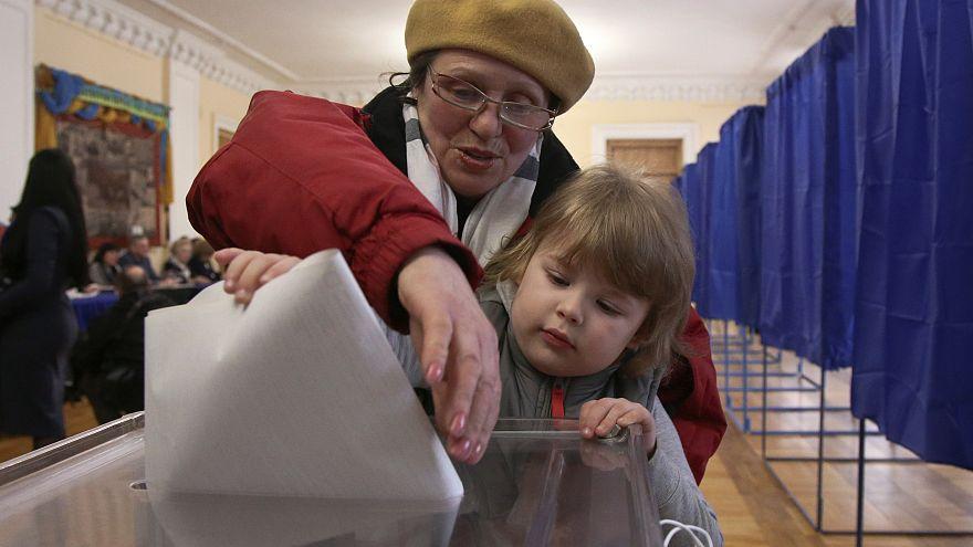 Ucraina al voto: il comico Zelensky in testa ai sondaggi