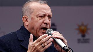إردوغان مخاطباً مؤيديه أمس في إسطنبول