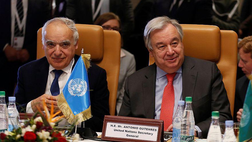أنطونيو غوتيريش (يمين) إلى جانب المبعوث الأممي إلى ليبيا غسان سلامة