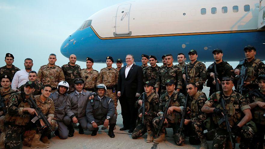 جنود وشرطيون لبنانيون يرحبون بوزير الخارجية الأميركي مايك بومبيو (أرشيف)