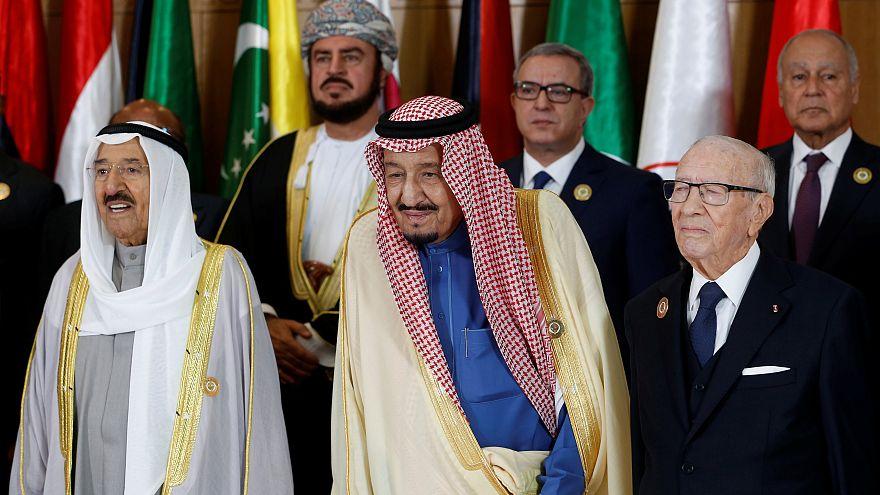 بعض الزعماء العرب في القمة التونسية
