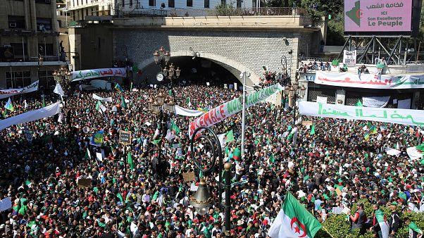 الجزائريون إلى الشارع مجددا في تاسع جمعة من المظاهرات