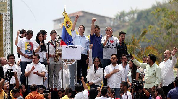Gobierno y oposición se manifiestan en Venezuela tras el último apagón