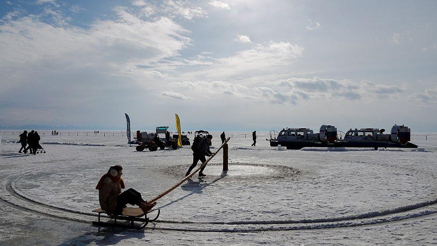 Jéghorgász-verseny a Bajkál-tavon