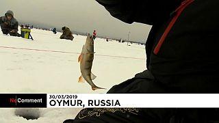 شاهد.. 1500 صياد يشاركون بتحدي صيد السمك في مياه بحيرة بايكال المتجمدة