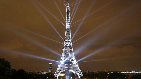 O πύργος του Άιφελ έγινε 130 χρόνων!