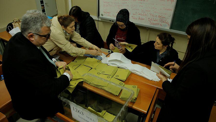 Opposition gewinnt Ankara, Wahlkrimi in Istanbul