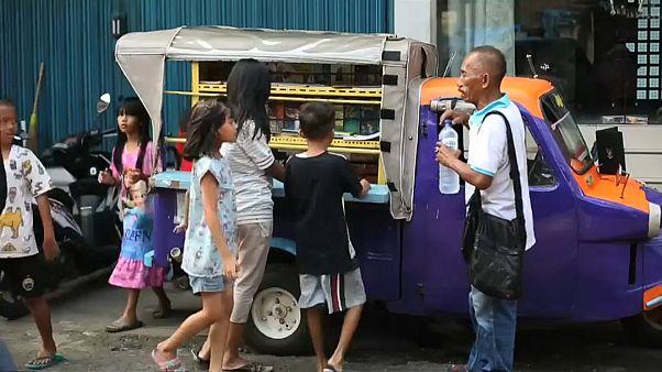Ινδονησία: Κινητή παιδική βιβλιοθήκη σε...τρίκυκλο!