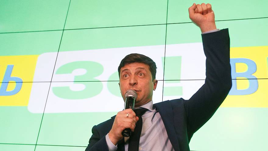 Зеленский и Порошенко лидируют в первом туре выборов - экзит-полы