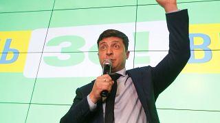 ممثل كوميدي يتصدر انتخابات الرئاسة الأوكرانية